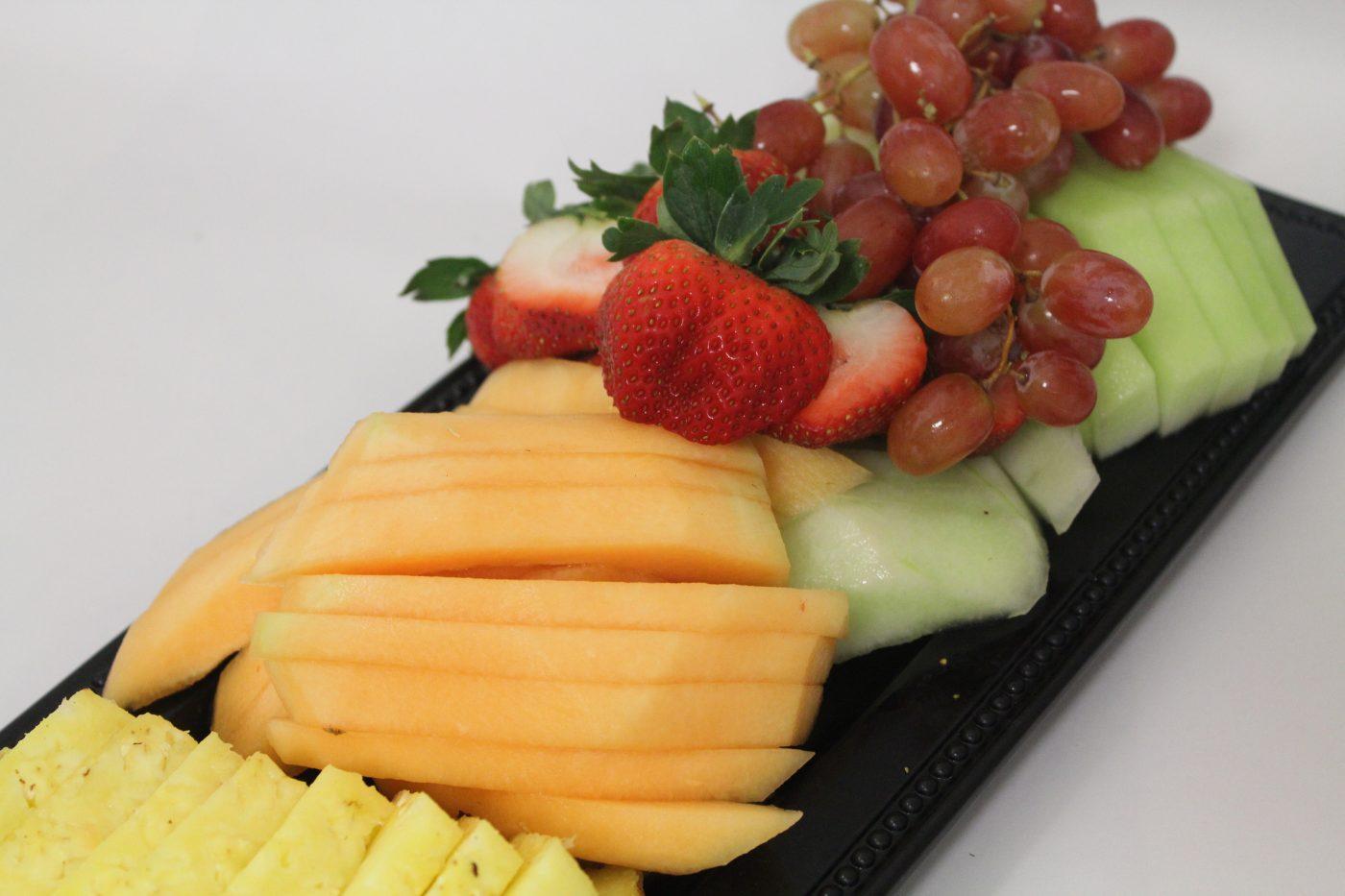 Sliced-Fruit-Tray-e1526522876963